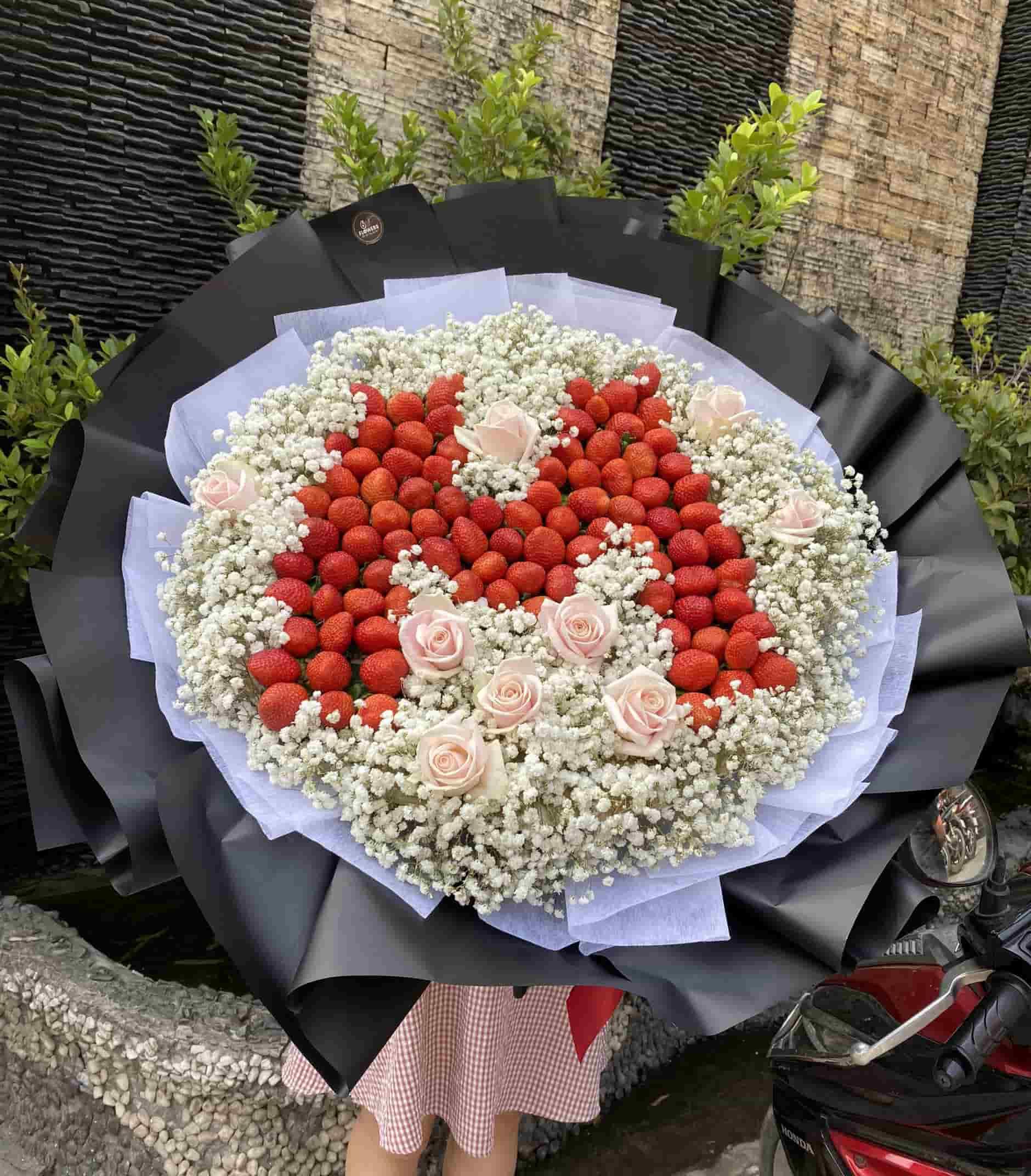 Hoa dâu tây kết theo chữ cái